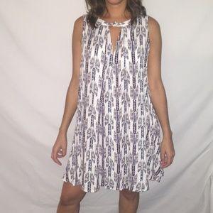 Sleeveless keyhole dress